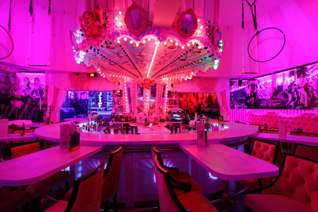 Wilde Matilde Berlin Location Cocktailbar Variete Show Dinner Frühstück Brunch Kuchen Patisserie Berlin